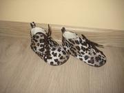 Продам ботиночки - пинетки для девочки
